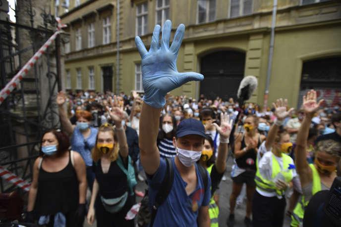 Manifestation pourdéfendre l'autonomie d'une université menacée, à Budapest, le 6 septembre.