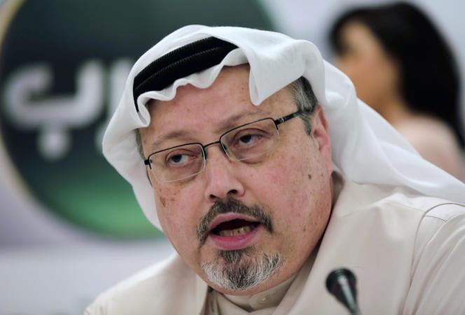 Le journaliste saoudien Jamal Khashoggi, lors d'une conférence de presse, à Manama (Bahreïn), le 1er février 2015.