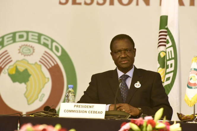 Kadré Désiré Ouédraogo lorsqu'il étaitprésident de la commission de la Communauté économique des Etats de l'Afrique de l'Ouest, à Dakar, en septembre 2015.