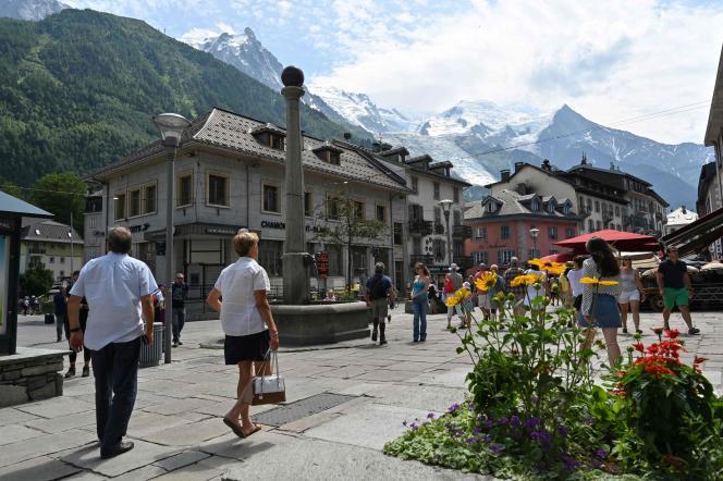 Dans une rue de Chamonix, dans les Alpes, en juillet.
