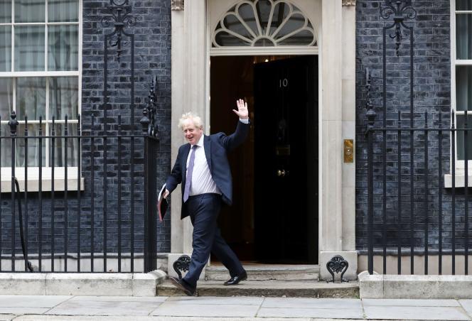 Le premier ministre britannique, Boris Johnson, devant le 10, Downing Street, à Londres, le 8septembre.
