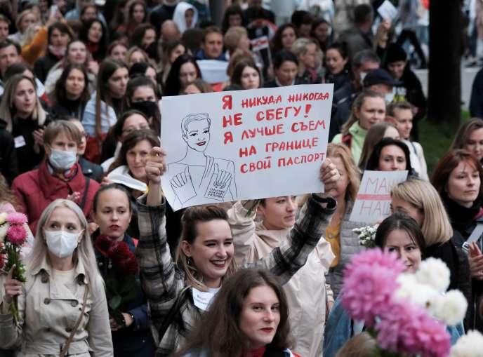 Des manifestants lors d'une marche de soutien à l'opposante MariaKolesnikova, à Minsk, en Biélorussie, le 8 septembre.
