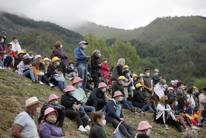 Des spectateurs durant l'étape Pau-Laruns, Sunday, dimanche 6 septembre.