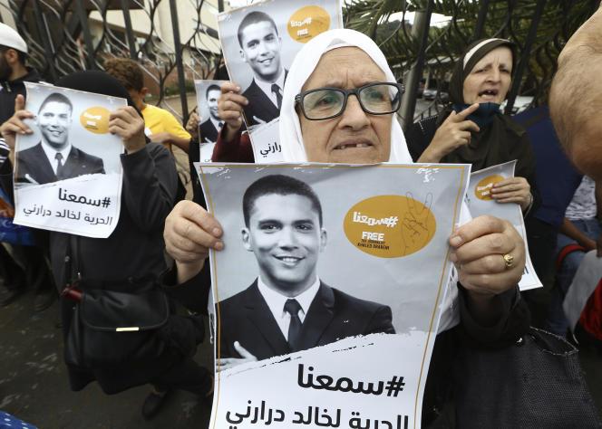 Devant le tribunal d'Alger, le 8 septembre 2020 à l'occasion du procès en appel du journaliste Khaled Drareni, condamné le 10 août à trois ans de prison ferme pour« atteinte à l'unité nationale» et « incitation à attroupement non armé ».