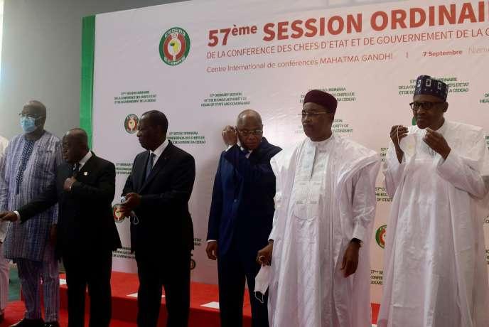 Les chefs d'Etat de la Cédéao réunis à Niamey le 7 septembre 2020 : de gauche à droite, le président du Burkina Faso Roch Marc Christian Kaboré, le président du Ghana Nana Akufo-Addo, le président de la Côte d'Ivoire Alassane Ouattara, le commissaire de la Cédéao Jean-Claude Kassi Brou, le président du Niger Mahamadou Issoufou et le président du Nigeria Muhammadu Buhari.