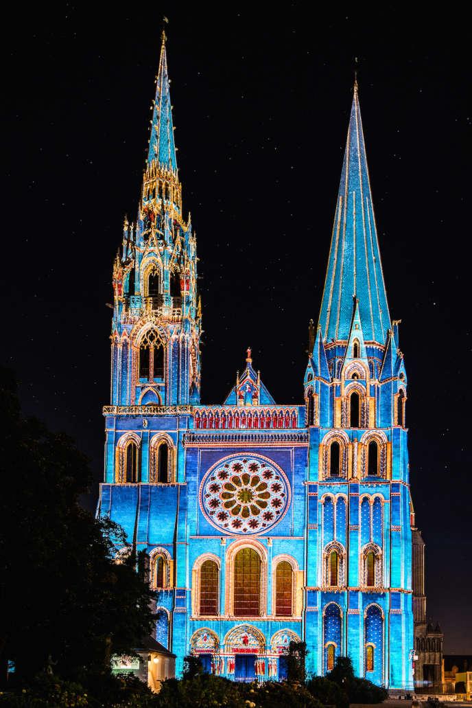 La cathédrale de Chartres illuminée lors de l'événement« Chartres en lumières».