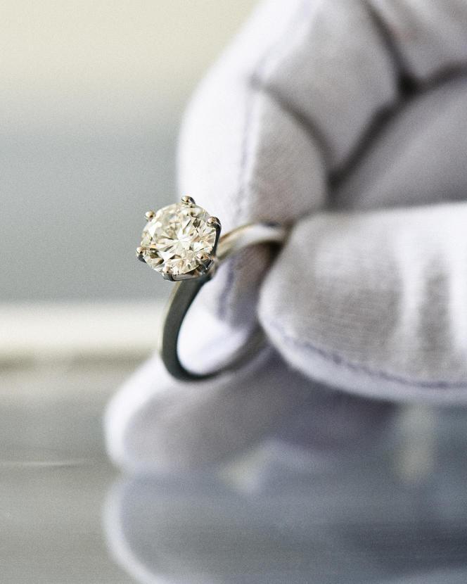 Bague Tiffany Setting, en platine sertie d'un diamant, Tiffany &Co, à partir de 1600€ selon caratage.