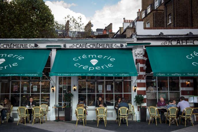 Le Café-Crémerie à South Kensington, quartier prisé des Français de Londres, en 2016.
