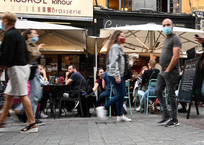 Terrasses de café dans les rues lilloises (Nord), le 9 septembre 2020.