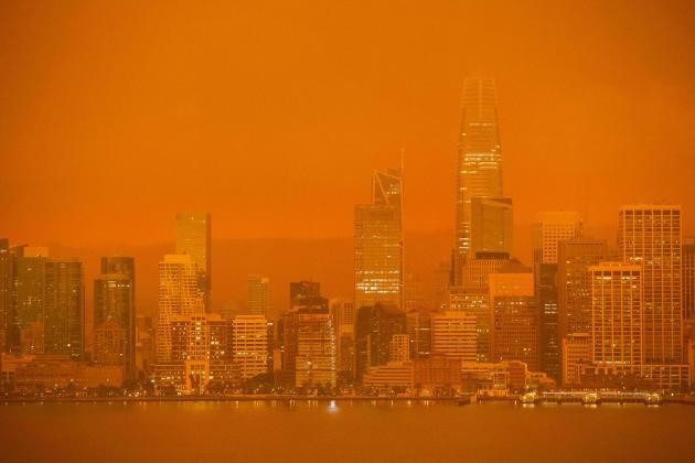 Un nuage de fumée envahit le centre-ville de San Francisco le 9 septembre.
