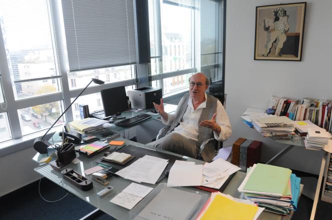 Olivier Bétourné, en 2012, dans son bureau des éditions du Seuil, dont il était alors le PDG.