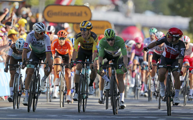 Si Caleb Ewan s'est imposé, mercredi à Poitiers, la bataille pour le maillot vert a fait rage entre l'Irlandais Sam Bennett et le Slovaque Peter Sagan.