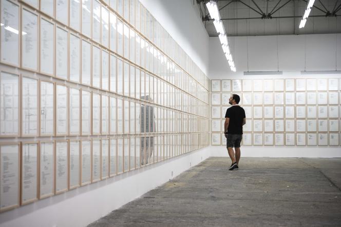 L'artisteVladimir Miladinovic, à la galerie d'art contemporain Eugster, à Belgrade, le 11 août.