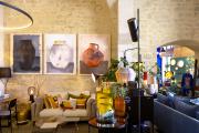 Sur les murs de l'Unpolished Design Club,trois peintures de jarres par 100drine (pseudonyme de Sandrine Fabre).