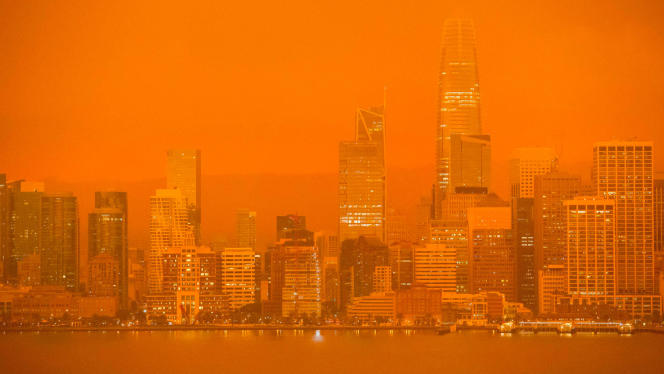 La fumée des incendies dans le nord de la Californie fait rougeoyer le ciel de San Francisco, en septembre 2020.