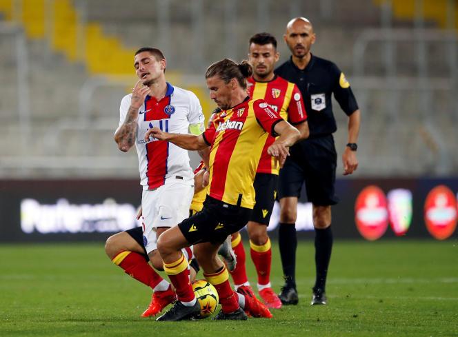 A l'image du PSG, le milieu de terrain parisien Marco Verratti (maillot blanc) a été piégé à Lens, jeudi 10 septembre.