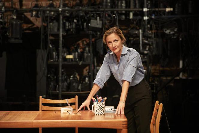Camille Chamoux sur la scène du théâtre du Petit-Saint-Martin, à Paris, le 8 septembre.