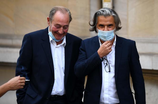 L'ancien président de l'Olympique de Marseille (OM) Vincent Labrune (à droite) et l'ex-président du Racing Club de Lens Gervais Martel, le 10septembre, à Paris.