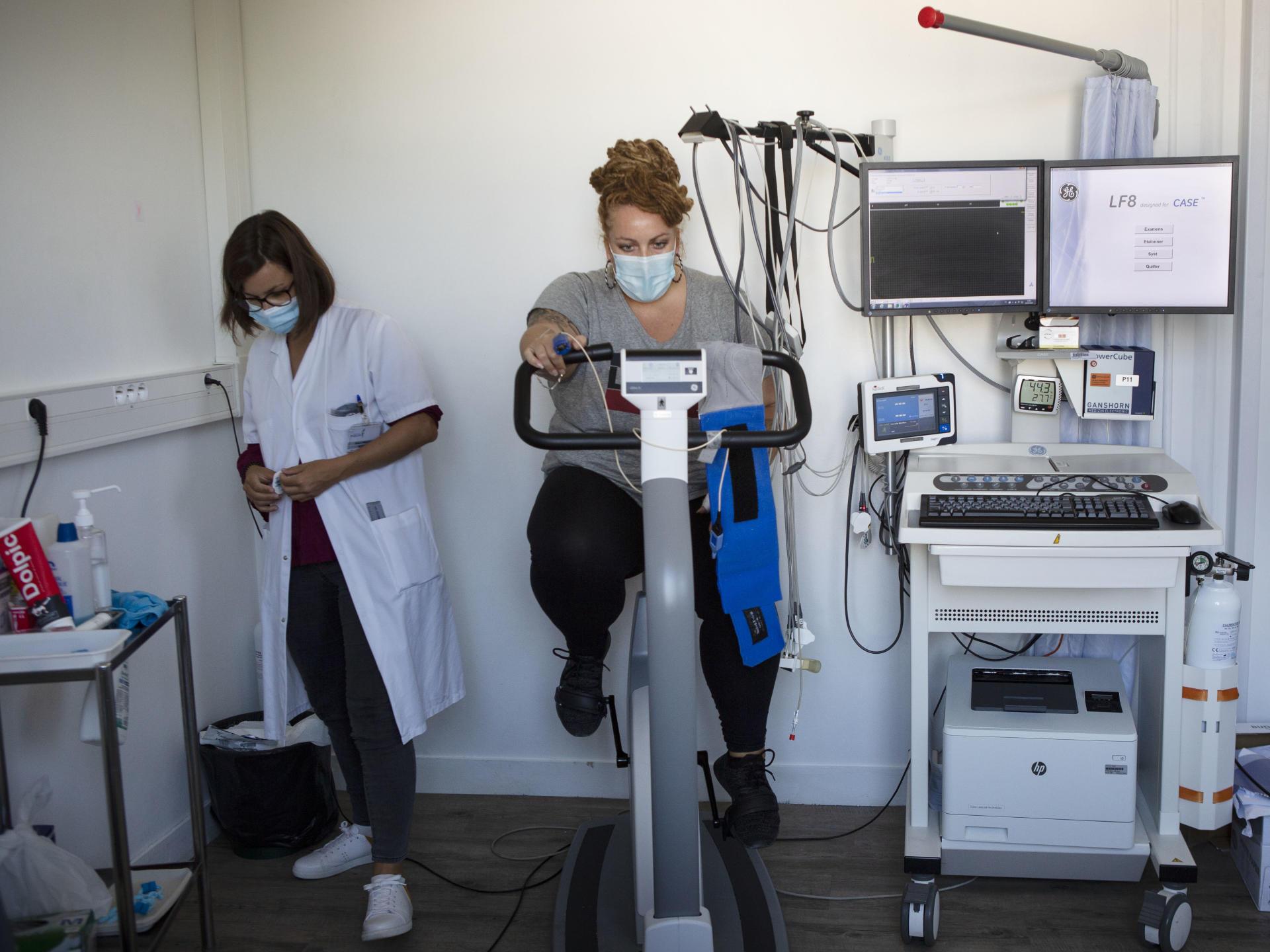 Lors de la consultation avec l'interne, les patients doivent se soumettre à un test de respiration, puis à un test d'effort.