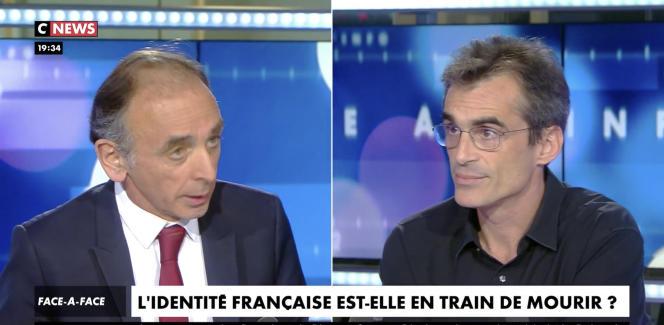 L'essayiste Eric Zemmour et le philosophe Raphaël Enthoven sur le plateau de CNews.