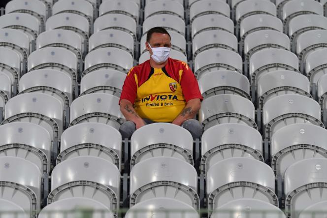 Un supporteur du Racing Club de Lens, le 10 septembre, lors de la réception du Paris-Saint-Germain.