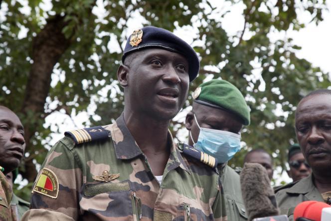 Le colonel-major Ismaël Wagué, porte-parole du Comité national du salut du peuple (CNSP), à Kati, le 19 août 2020.