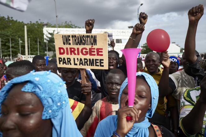 Des partisans du Comité national pour le salut du peuple (CNSP) participent à un rassemblement sur la place de l'Indépendance à Bamako, le 8 septembre 2020.