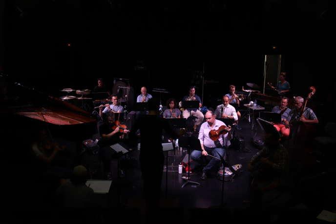 Les musiciens des ensembles 2e2m, Cairn, Court-circuit, Multilatérale et Sillages, dirigés par Gonzalo Bustos, au conservatoire Edgar-Varèse, à Gennevilliers (Hauts-de-Seine), le 8 septembre 2020.