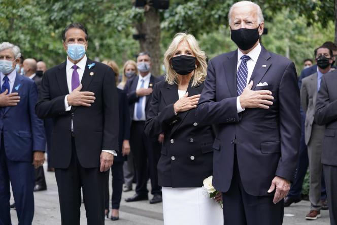 Le gouverneur démocrate de l'Etat de New York, Andrew Cuomo, Jill et Joe Biden, à New York, le 11septembre.