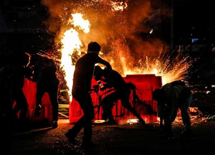 Barricade incendiée lors d'une manifestation contre les violences policières, le 10 septembre à Cucuta.