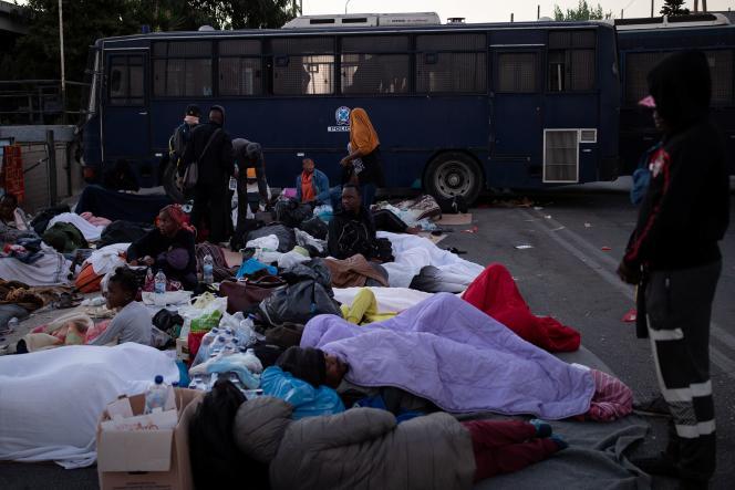 L'incendie du camp a laissé des milliers de migrants sans abri.