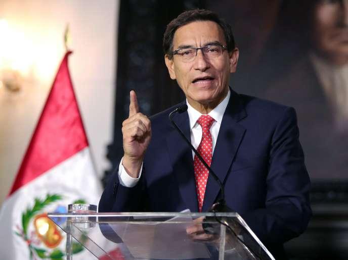 Le président, Martin Vizcarra, donnant un message télévisé à la nation à Lima, au Pérou, le 10septembre.
