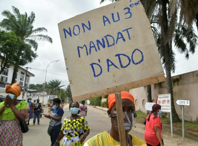 Manifestation à Abidjan, le 21 août 2020, contre la candidature du président Alassane Ouattara à un troisième mandat à la présidentielle du 31 octobre.