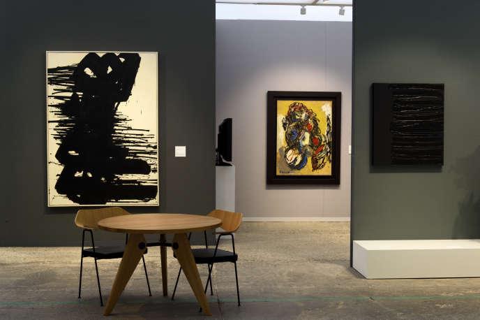 Dans la foire d'art moderne et contemporain Art Paris, au Grand-Palais.