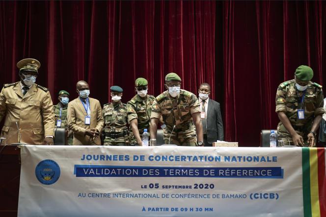Ouverture des journées de concertation nationale le 5 septembre 2020, à Bamako. Au centre, le vice-président du Comité national pour le salut du peuple (CNSP), le colonel Malick Diaw.