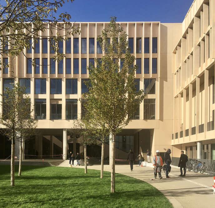 L'Institut Mines-Télécom à Saclay (Essonne), réalisé parGrafton Architects.