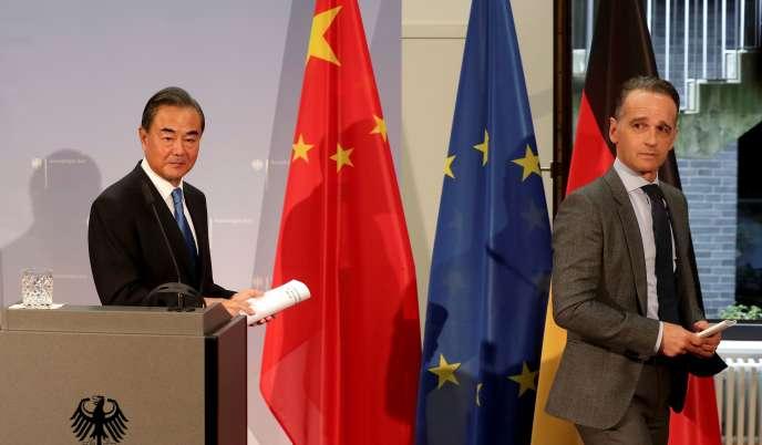 Le ministre allemand des affaires étrangères, Heiko Maas (à droite) et son homologue chinois Wang Yi, le 1er septembre à Berlin.