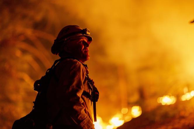 Les pompiers du comté de Los Angeles le 11 septembre à Monrovia.