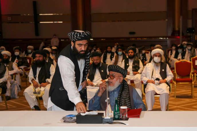 Le négociateur taliban Abbas Stanikzai assiste à la séance d'ouverture des pourparlers de paix entre le gouvernement afghan et les talibans dans la capitale qatari Doha, le 12 septembre