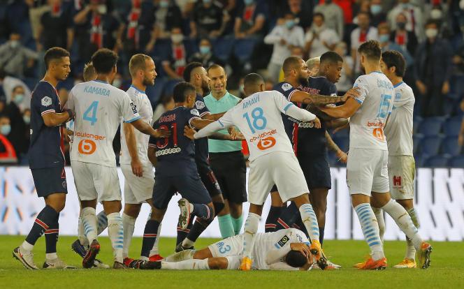 La rencontre PSG-OM s'est terminée sur un début de bagarre générale qui s'est soldé par trois exclusions parisiennes et deux marseillaises, le 13 septembre.