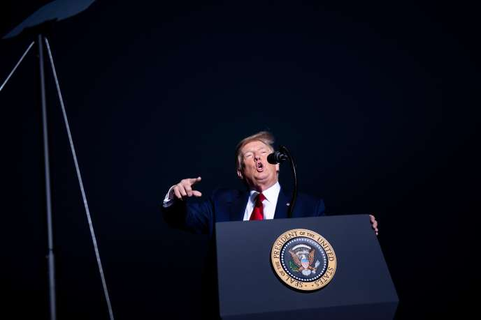 Le président américain, Donald Trump, en campagne, à l'aéroport deMinden-Tahoe (Nevada), le 12 septembre.