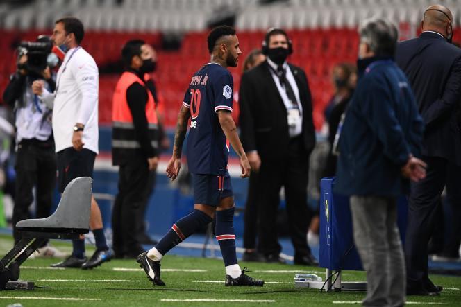 Neymar quitte le terrain après un geste d'humeur sur le Marseillais Alvaro Gonzalez. Le Parisien a accusé de le défenseur de propos racistes à son encontre pendant le match.