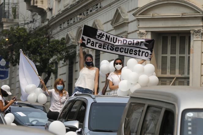 Le 13 septembre, à Asuncion, manifestation pour demander la libération de l'ex-vice-président paraguayen, Oscar Denis, enlevé parl'Armée du peuple paraguayen (EPP).