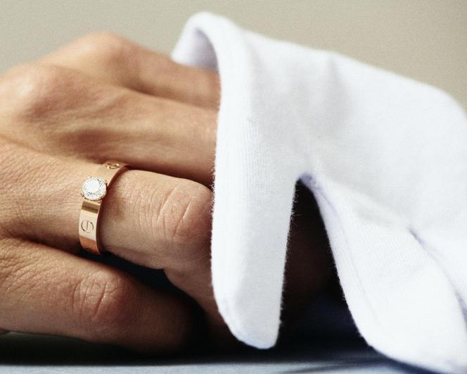 Solitaire Love, en or rose et diamant, Cartier, prix sur demande.