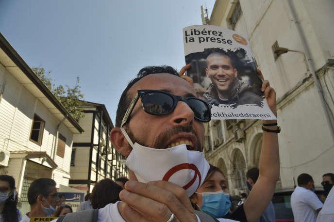 Des manifestants demandent la libération du journaliste Khaled Drareni, à Alger, le 14septembre2020.