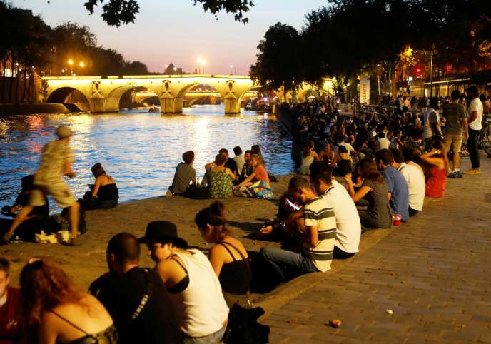 Sur les quais de Seine à Paris, le 14 septembre.