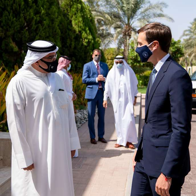Le prince héritier de Bahreïn, Salman ben Hamad Al-Khalifa, et le haut conseiller du président américain Donald Trump, Jared Kushner, à Manama (Bahreïn), le 1er septembre.