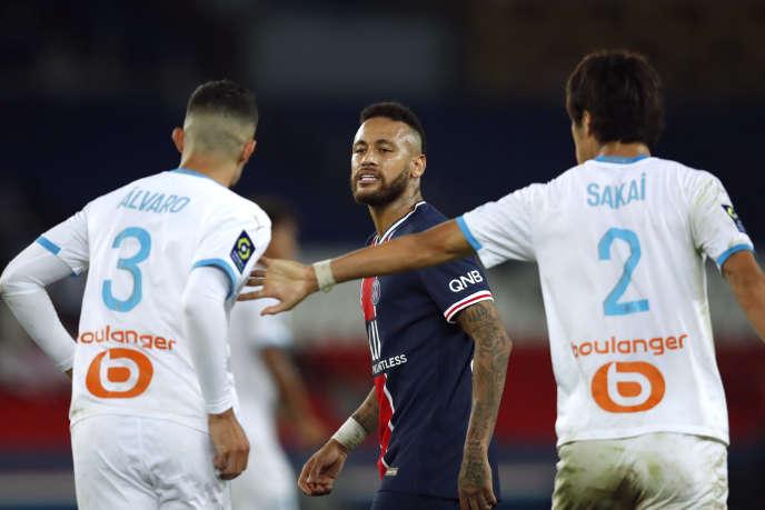 Neymar et Alvaro s'invectivent sur le terrain du Parc des Princes, dimanche.