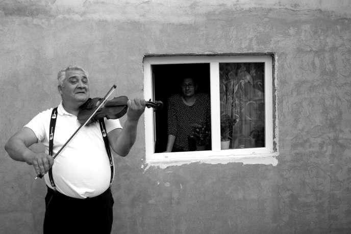Gheorghe Costache, son violon et sa femme Sorina dans «Trio», d'Ana Dumitrescu.