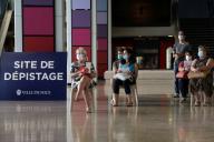 Des personnes attendent pour se faire dépister, à Nice (Alpes-Maritimes), lundi14septembre.
